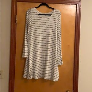 Dresses & Skirts - Fall white and black bell sleeve dress